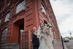Как позировать на свадьбе_винзавод